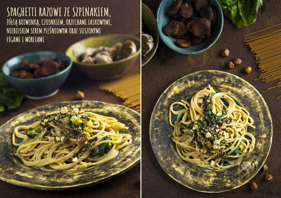 Spaghetti razowe ze szpinakiem, żółtą botwinką, czosnkiem, orzechami laskowymi, niebieskim serem pleśniowym oraz suszonymi figami i morelami