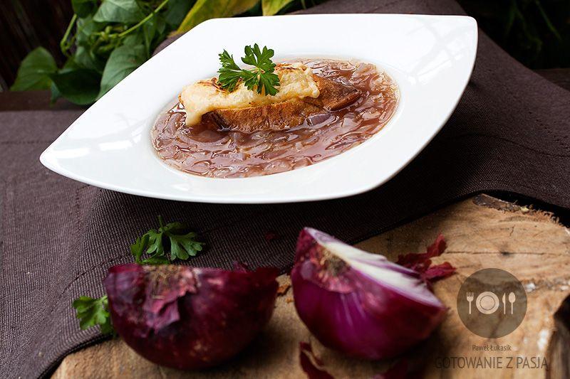 Francuska zupa z czerwonej cebuli na brandy