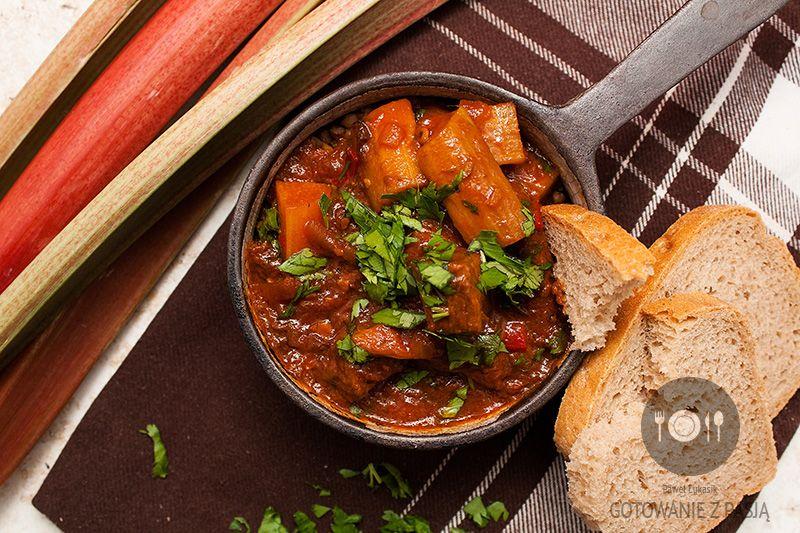 Gulasz wołowy w porterze z rabarbarem