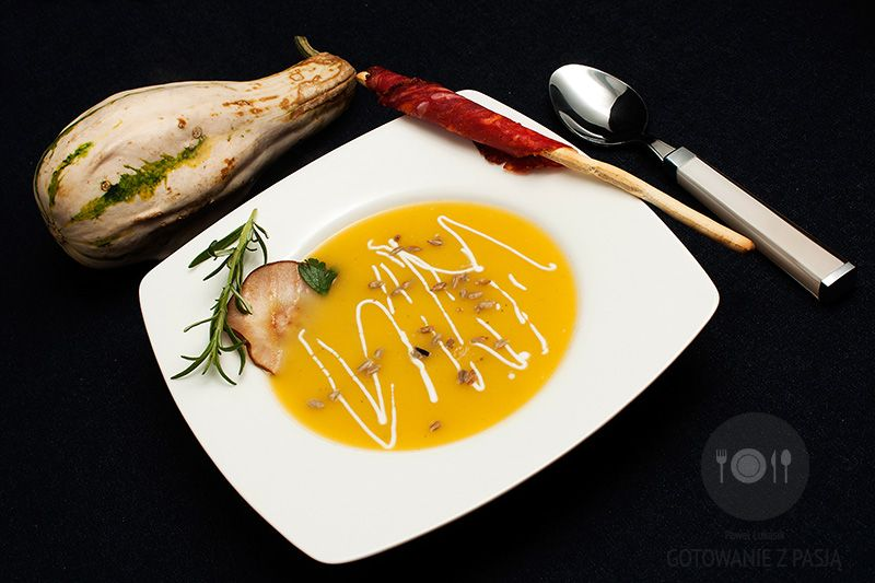 Krem gruszkowo-dyniowy z rozmarynem i grillowaną gruszką