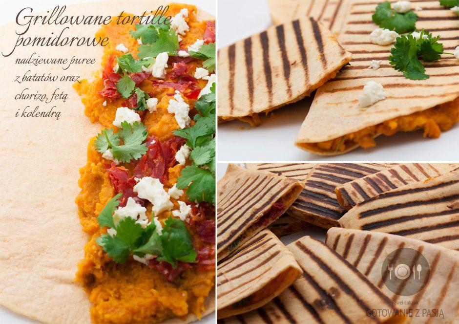Grillowane tortille pomidorowe nadziewane puree z batatów oraz chorizo, fetą i kolendrą