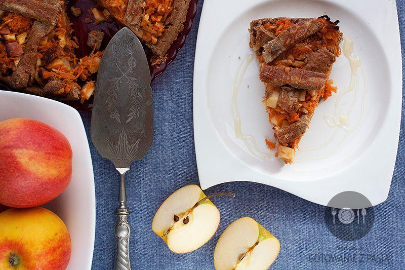 Razowa tarta jabłkowo-marchewkowa z dodatkiem miodu i orzechów