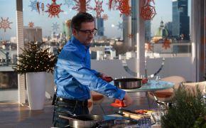 Jako zwycięzcy kwartalnej bitwy w konkursie na Kulinarny Blog Roku 2013  trafiliśmy do TVN i wystąpiliśmy na żywo w programie Dzień Dobry TVN. Poniżej przedstawiamy zdjęcia zza kulis, jakie udało się wykonać  Grześkowi w wolnych chwilach – a  było ich mało, gdyż aktywnie  uczestniczył w gotowaniu ręka w rękę z Anią Starmach znaną m.in. z  programu Master Chef, w którym była jurorką.  Jakie wrażenia z wystąpienia? Rewelacyjne!!! Przy programie pracuje grupa fantastycznych ludzi, których, na co dzień  nie widać, a którzy odpowiadają za jego powodzenie i im na pewno należą  się od nas podziękowania za pomoc. Na kilku zdjęciach można zobaczyć moje przerażenie (były użyte środki  wsparcia dla ukojenia nerwów) i taka mina wynikała jedynie ze skupienia  i przejęcia tym, czy zdążymy z wszystkim na czas – udało się. Grzesiek  natomiast przejawiał totalne wyluzowanie (co widać w jego oczach na  zdjęciach – jakiś szelmowski uśmiech tli się w nich), co dobrze wpływało  na nasze samopoczucie. Powiem tak: sama przyjemność taki program na żywo  – a o kamerach zapomina się po 3 minutach i tylko w głowie tlił się lęk  o czas gotowania; jednak już przed drugim wejściem z trzech byliśmy  pewni, że wszystko będzie na czas i zaprezentujemy wszystkie nasze dania  na żywo podczas trzeciego wejścia (tak też się stało). W związku z tym  przy kolejnym razie (o ile będzie) na pewno będziemy się czuli się już  jak u siebie ;) Zaprezentowaliśmy danie, dzięki któremu znaleźliśmy się programie czyli  tarte pieczarkową z kaszą gryczaną (nomem omen mamy za nią 3 miejsce w  konkursie Kulinarny Blog Roku 2013, ciekawostka jest taka że zdjęcie do  tej tarty pochodzi z pierwszej sesji na nasz blog): http://gotowaniezpasja.pl/tarty/7-tarta-pieczarkowa-z-kasza-gryczana-oraz-bialym-serem-i-natka-pietruszki  i uzupełniliśmy to o dwa kolejne przepisy (taką prośbę z TVN  dostaliśmy, więc mogliśmy tylko się zgodzić) i wybraliśmy sałatkę z  grejpfrutem i pomarańczą, krewetkami, fenkułem i chili: http://gotowan