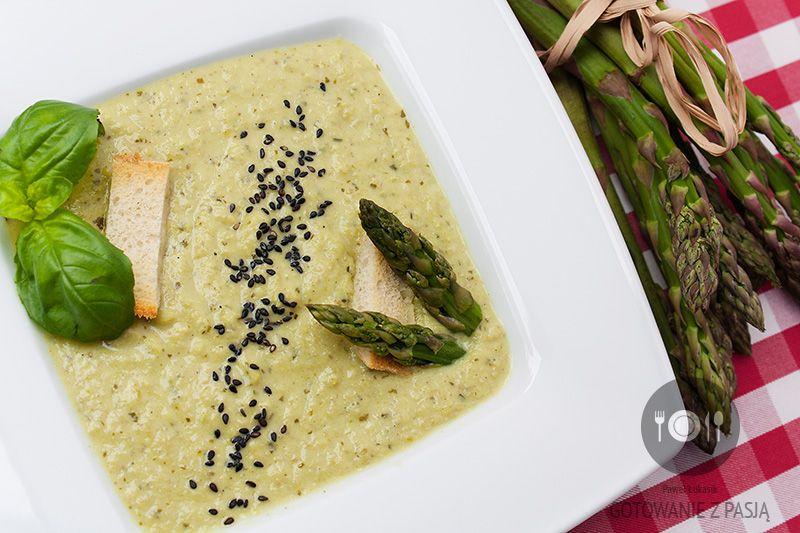 Aksamitna zupa z zielonych szparagów