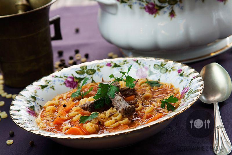 Zupa ogonowa z makaronem i warzywami