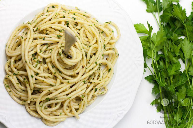 Spaghetti z pietruszkowym pesto