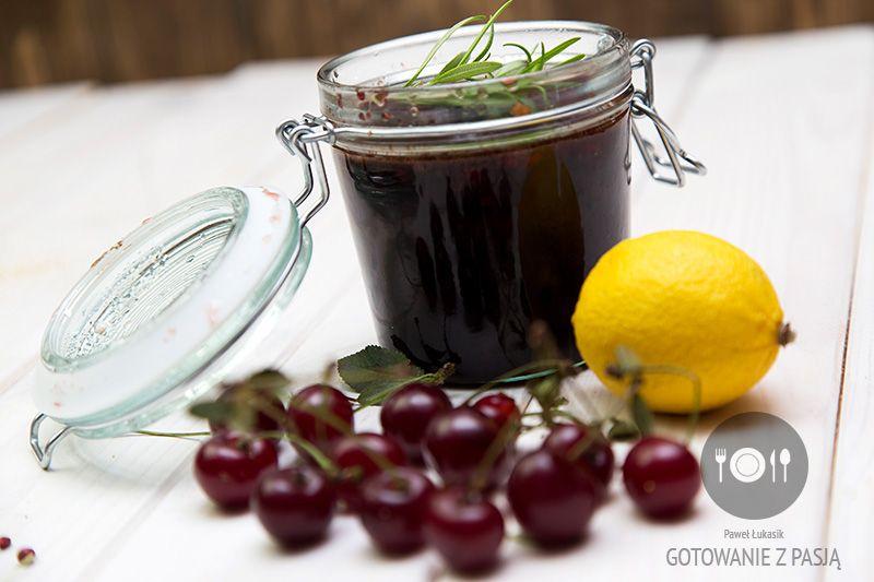 Marmolada wiśniowa z zielonym pieprzem oraz octem balsamicznym, sokiem  z cytryny i rozmarynem