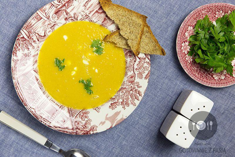 Zupa z żółtej papryki i soku jabłkowego