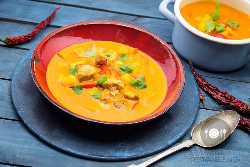 Gęsta zupa rybna kokosowo-pomidorowa