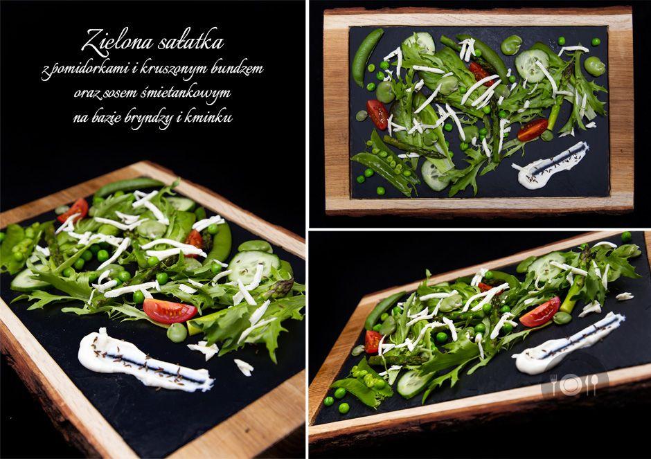 Zielona sałatka z pomidorkami i kruszonym bundzem oraz sosem  śmietankowym na bazie bryndzy i kminku