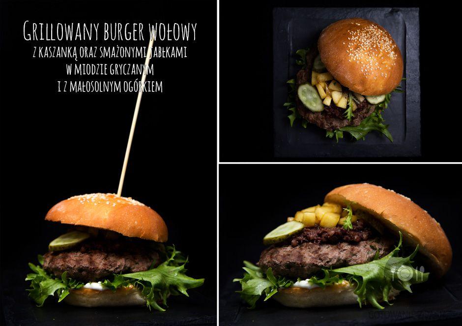Grillowany burger wołowy z kaszanką oraz smażonymi jabłkami w miodzie  gryczanym i z małosolnym ogórkiem
