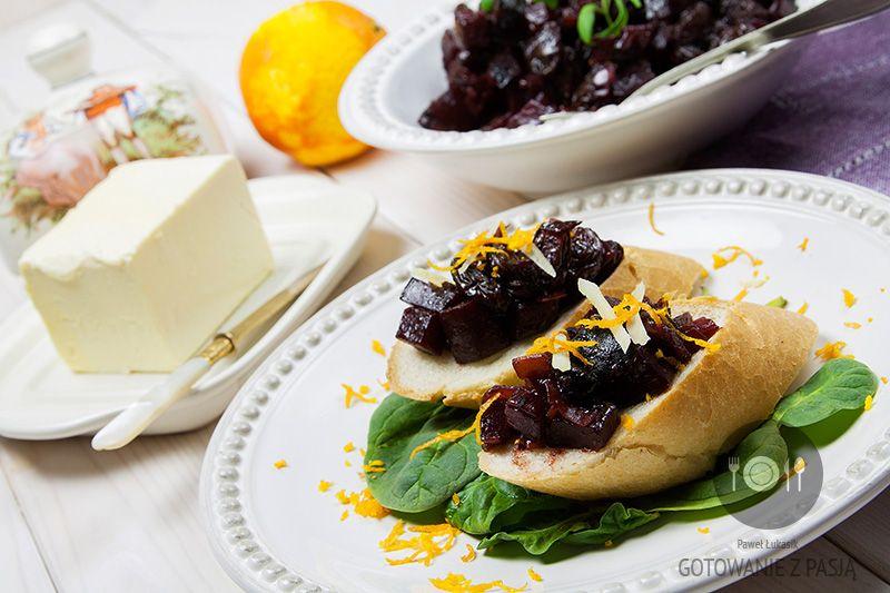 Mini kanapeczki z balsamicznymi burakami i olbrzymimi rodzynkami z indyjską nutą