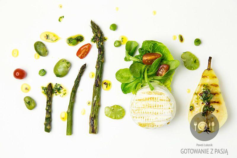 Grillowana gruszka , szparagi oraz ser krowi z bobem i zielonym  groszkiem